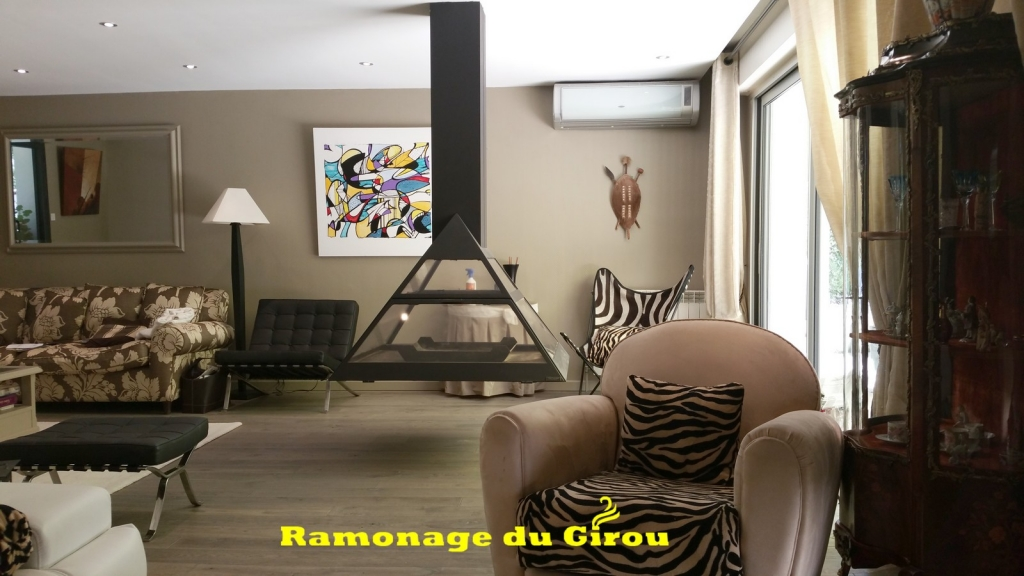 cheminée suspendue . RAMONAGE DU GIROU