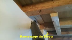 Piège à calorie,distance de sécurité , jonction conduit de raccordement-conduit de cheminée non- conformes etc... Installation dangereuse.